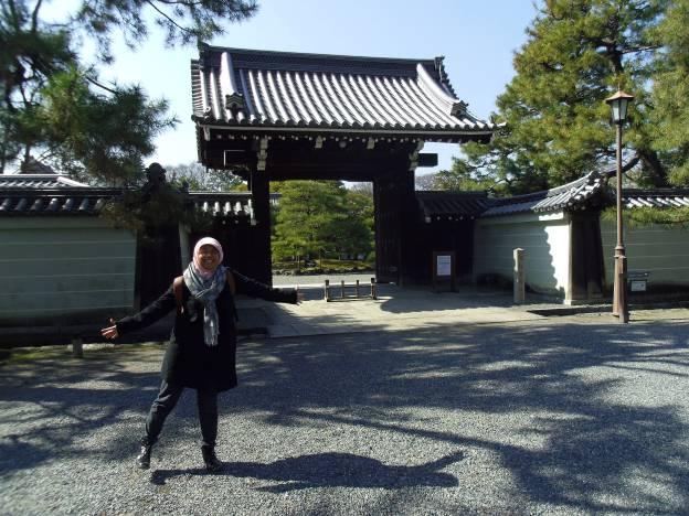 gerbang museum dalam kompleks kyoto imperial palace