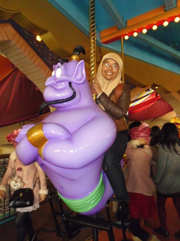 naik komidi putar dan bukan kuda, tapi genie dari Aladin :D